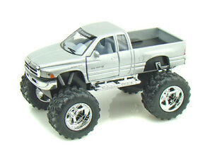 KINSMART 1:32 DISPLAY DODGE RAM (OFF ROAD) Diecast Car Pickup Truck Silver Color