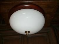 Dekorative  Plafonier Lampe Deckenlampe ca. 50 Jahre alt massiv Buchenholzrahmen