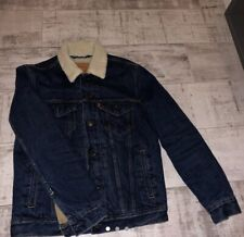 Levi's Sherpa Jacket. Size Small, Great Condition. Extra patch From Levi's.