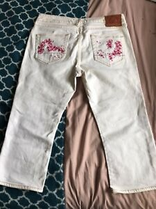 WHITE EVISU CAPRI JEANS SIZE 31 IN SEAM20inch CAN BE MADE INTO SKIRT OR SHORTS