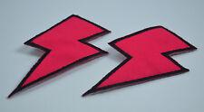 2 x 9cm Hero Cosplay Rosa Schwarz Blitz Flash nähen zum Aufbügeln Tuch Aufnäher
