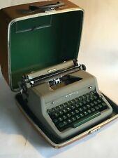 VINTAGE ROYAL MANUAL TYPEWRITER - QUIET DE LUXE - GREEN KEYS W/ ORIGINAL CASE