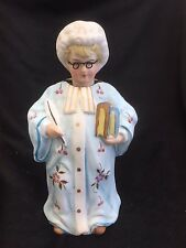PORCELAIN OLD LADY WITH BOOKS AND GLASSES NODDER