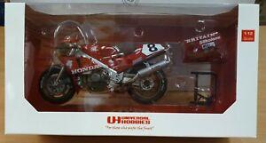 Universal Hobbies 1:12Honda RC 30 Carl Fogarty IOM TT Win '90 UH4822