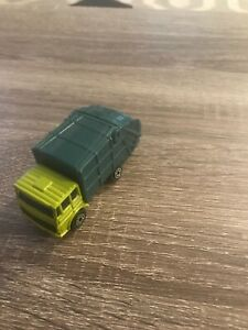 Maisto 1/64 Green Garbage Truck VG PRE OWNED