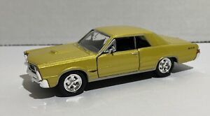 Welly 1965 Pontiac GTO Gold in Box 1/24 TP563