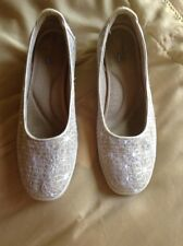 Grasshoppers quilted Beige Floral Canvas Low Wedge Flats 8M