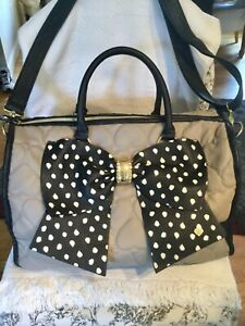 BETSEY JOHNSON WEEKENDER XL DUFFLE BAG BOW Taupe Black Polka Dots QUILTED HEARTS