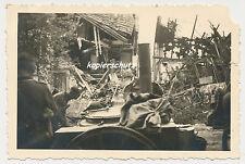 Foto Westfeldzug Holland -Gulaschkanone-Feldküche-zerstörte Häuser  2.WK  (U890)