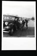 ROBERT DOISNEAU FEVRIER 1955 VOITURE VELO CARTE POSTALE