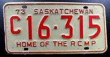 """Nummernschild Canada Saskatchewan von 1973 """"HOME OF THE RCMP"""". 13573."""