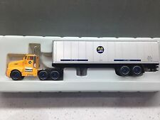 HO 1/87 Model Power # 15001 Kenworth T-600 Daycab w/40' Container Box - B&O