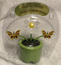 Solar Powered Dancing Daisy & Butterflies GREEN Flower Pot Bobble Head Toy NEW