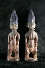Paire d'Ibejis femmes, Yoruba, style Igbomina, nord-est du Nigéria