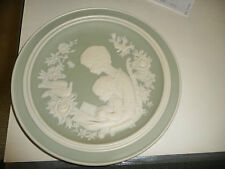 #523 vtg green w white matted porcelain 1977 Mothers Day PLATE  by FRANKLIN
