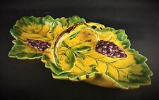 Grande coupe à fruits plat en céramique et barbotine de Vallauris, décors vignes