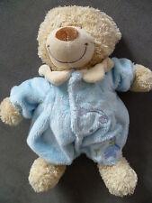 Doudou TEX BABY ours marron avec pyjama bleu nuages et personnage bleu brodé