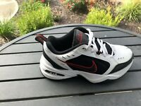 Nike Air Monarch IV Men's Size 6 White Black Red RIGHT SHOE ONLY