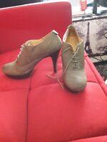 ladie platform shoe olive green size 11 lace up