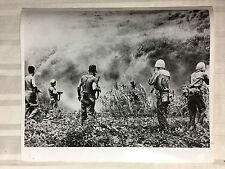 ww2 photo press US Army à Okinawa , avril 1945  A138