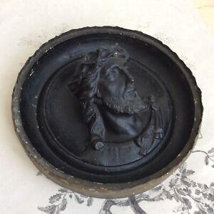 Ancien Médaillon Jésus Christ Plâtre Teinté en Noir XIXe Reliquaire 19thC