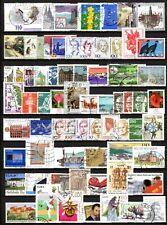 Lot de 200 timbres du monde oblitérés et différents - voir les 2 photos .