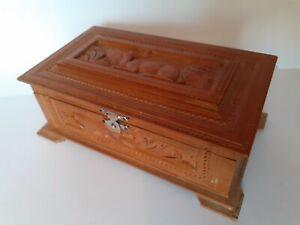 CHARMING VINTAGE WOODEN BOX WITH CARVED DEER DESIGN