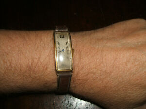 Extremely stylish 18ct Gold Gents Watch. Swiss made 15 jewels. Working condition