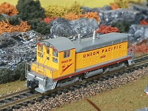 Kato 176-4373 N Scale Union Pacific NW2 Diesel Locomotive #1020