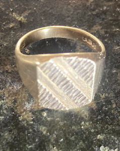 9ct Gold Heavy Signet Ring.  Uk Size Q