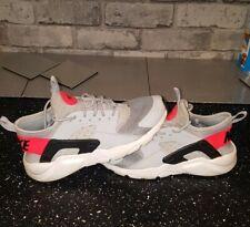 Nike Air Huarache Talla 4 negro gris blanco y rojo en muy buena condición Unisex