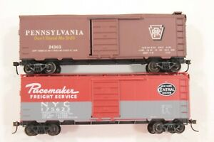 HO 2 Roundhouse 40ft Post-War SD Box Cars, Pennsylvania + New York Central