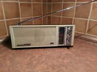 Vintage SANYO RP1250 PORTABLE AM RADIO batteries