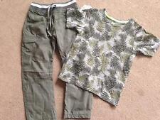 NUOVO CON ETICHETTA M&S Khaki TAVOLA Pantaloni & FOGLIA Camouflage T-shirt 4-5
