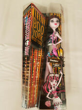 More details for monster high boo york draculaura collectable role play doll + shoulder bag 2015