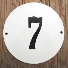 Classico SMALTO House cancelletto nero. numero 7 su uno sfondo bianco. 13cm.