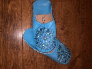 BEAUTIFUL NEW MOROCCAN * BLUE * LEATHER SEQUINNED SLIPPERS (uk size 4-6)