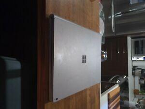 Microsoft Surface Book 2 Intel I7-8650U 16GB RAM 256GB SSD Silver Gtx1060