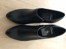 Clarks women black leather ankle boots size 4, Only worn Once