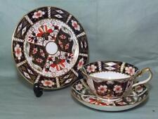 Royal Crown Derby TRIO TAZZA PIATTINO Tè PIASTRA LATERALE & Imari pattern 2451 (LOTTO 1)