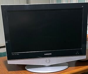 """SamsungLE26R41BD S TV with 26"""" LCD Screen With Remote and Power Cable."""