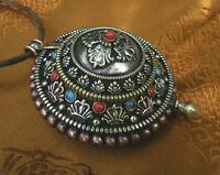 Filigran gearbeitetes großes AMULETT GAU GHAU aus NEPAL Kalachakra Mandala