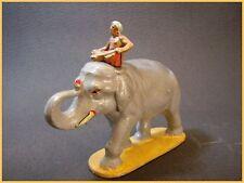 QUIRALU éléphant du cirque ou d'afrique, et son cornac,( mahout) arche de noé