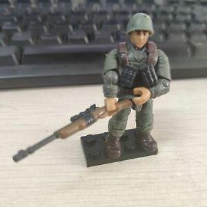 Mega Bloks Construx Call of Duty WWII Soldeir Infantry Trooper Green + Gun +Base