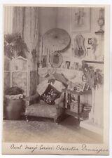 PHOTO ANCIENNE Intérieur Anglais 1889 Salon Fauteuil Tapisserie XIXe Siècle Déco