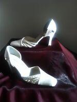 Stunning Ladies Satin Court Shoes Size UK 5 - Winter White - 3 Inch Heels