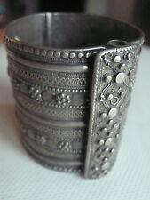 Ancien bracelet manchette oriental en argent massif