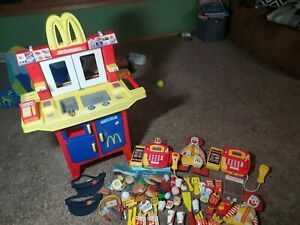 Vtg Fisher Price McDonalds Drive-Thru Play Set Kitchen with lots of Extras