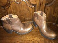 B.O.C BORN CONCEPT BROWN LEATHER REAR ZIP ANKLE BOOTS SIZE US 9M / EU 40.5