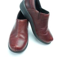 CROCS Womens Slip On Burgundy Leather shoes Size 6
